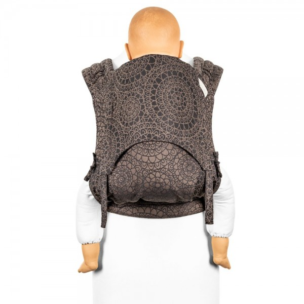 fidella tragetuch biobaumwolle anleitung tragetuch binden babytragetuch wickeltuch Fidella FlyClick Plus - Mosaic mokkabraun